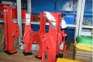 Как выбрать реечный домкрат для монтажных и демонтажных работ