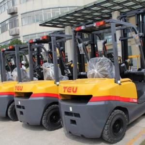 Поповнення складу: автонавантажувачі для роботи зі складським вантажем>